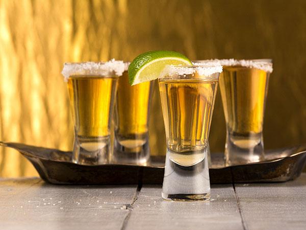 Tequila y mezcal, las bebidas más compradas para 'dar el grito'