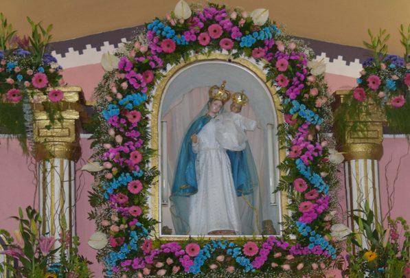 Fiesta en honor a la virgen del Rosario en Santa Elena