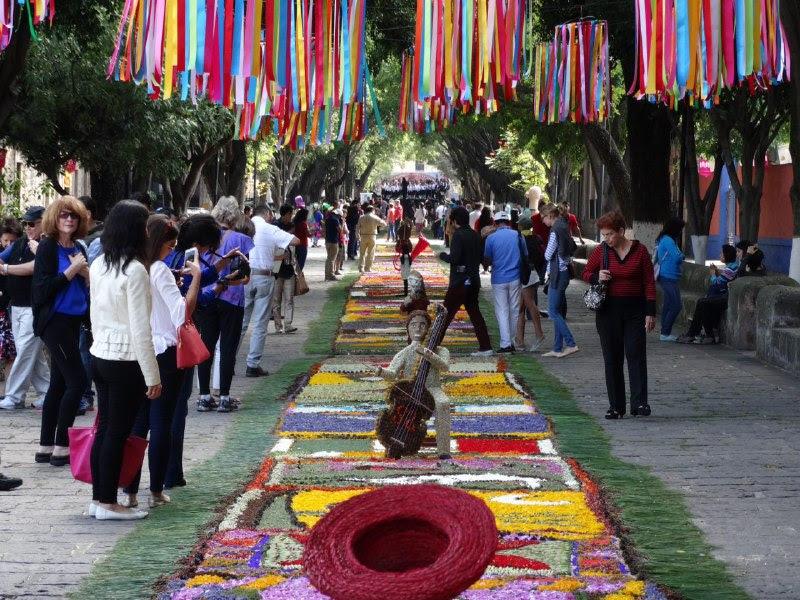 Inauguran exposición de Tapetes Florales de Patamban en Morelia