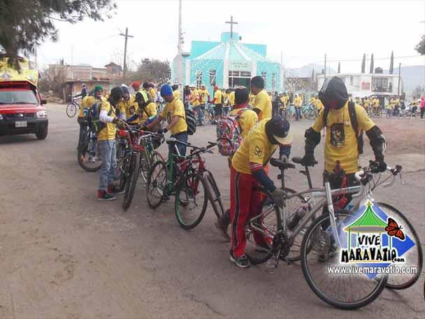 Cientos de peregrinos ciclistas de San Miguel Curahuango y Maravatío parte rumbo a San Juan de Los Lagos