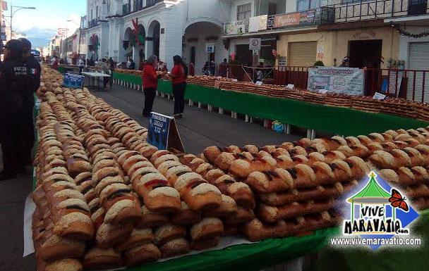 Rosca de Reyes monumental de Ciudad Hidalgo logra nuevo récord al medir 1782.6 metros