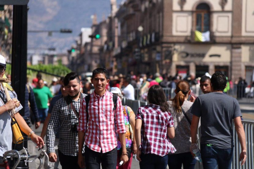 Miles de turistas arriban a Morelia ante visita del Papa