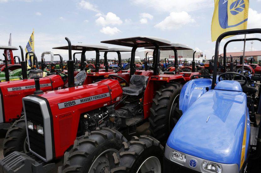Créditos a cinco años para beneficiarios de tractores, destaca Sedrua