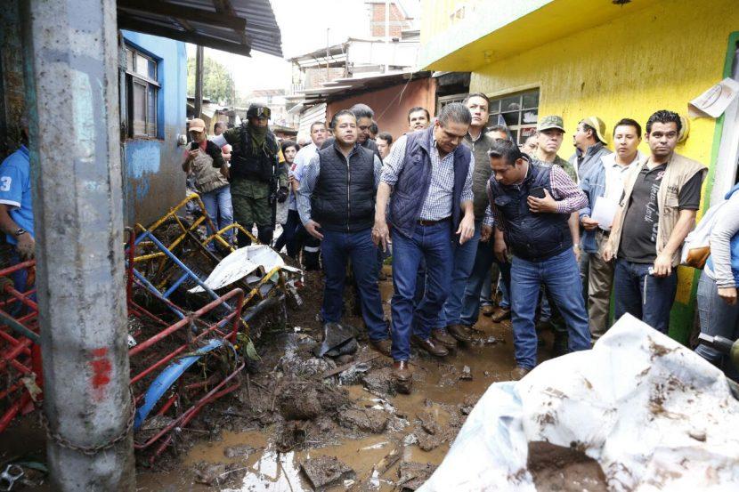Silvano Aureoles visita Uruapan tras emergencia por lluvias