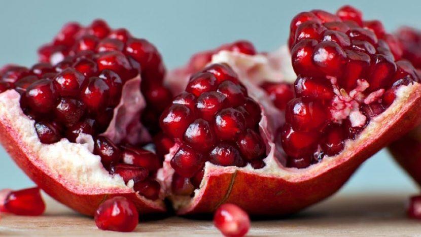 Conoce los grandes beneficios de comer granada roja