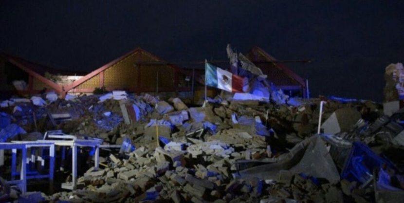 Van más de 30 muertos por sismo, el más fuerte en 100 años