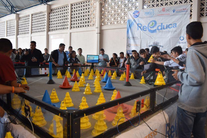 Se desarrolla el 1er Concurso Estatal de Robótica de los CECyTEs en Maravatío