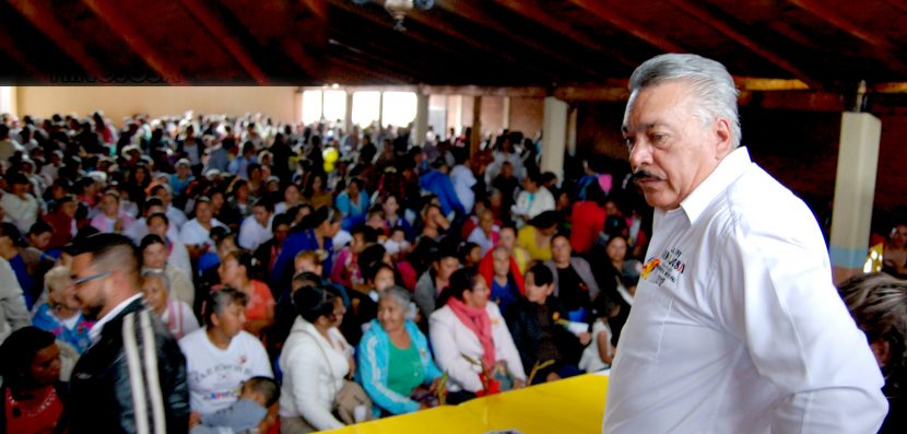 Jaime Hinojosa Campa se reúne con cientos de mujeres de Maravatío.