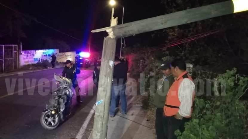 Muere joven motociclista tras chocar contra un poste, en Zitácuaro