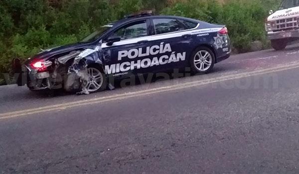Patrulla de la Policía Michoacán choca en la carretera Zitácuaro – Morelia