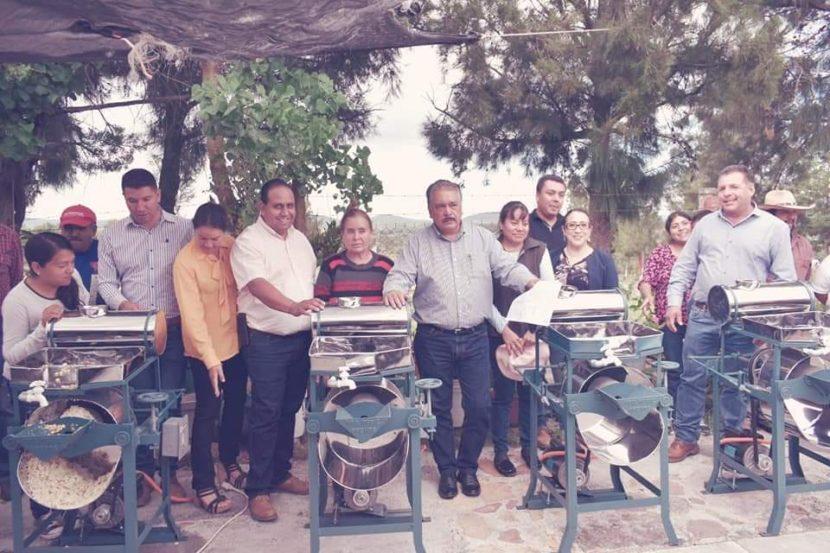 Jaime Hinojosa entrega 8 molinos de nixtamal en comunidad de Maravatío