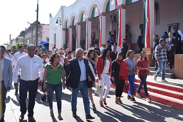 Ayuntamiento de Maravatío coloca bando Solemne por fiestas patrias
