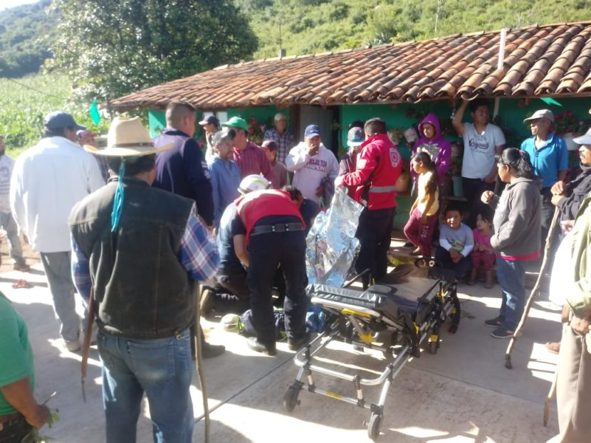 En comunidad de Maravatío, rescatan a hombre tras caer en un barranco; llevaba días desaparecido