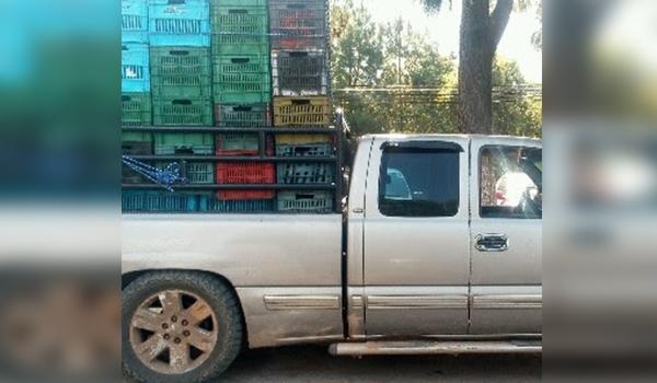 Detienen a uno con dos toneladas de aguacate ilegal, en Zitácuaro