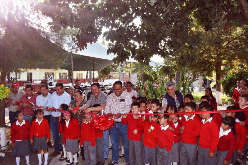 Inauguran rehabilitación de aulas en primaria de El Capulín