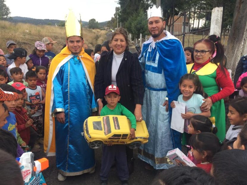 Entrega SDIF juguetes en las comunidades de Maravatío