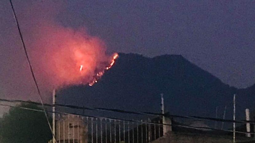 Se incendia un cerro en Zitácuaro