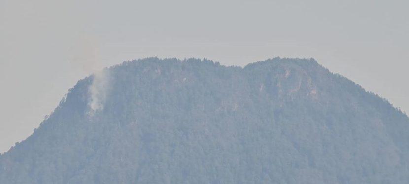 """Desplegados, más de 250 brigadistas para combatir incendio en cerro """"El Cacique"""""""