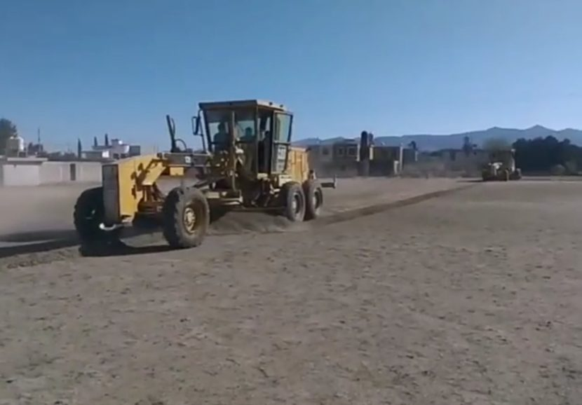 Ayuntamiento de Maravatío trabaja en el mejoramiento de canchas de futbol