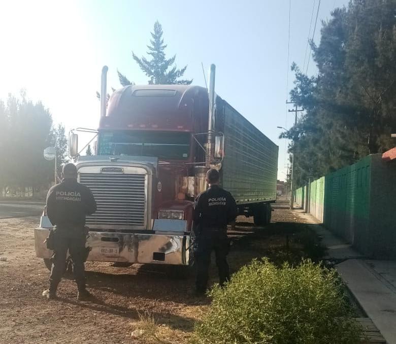 Localizan en Maravatío camión robado en Querétaro
