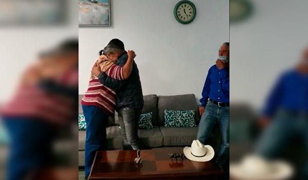 Se reúnen con su hijo desaparecido hace 35 años en Zitácuaro
