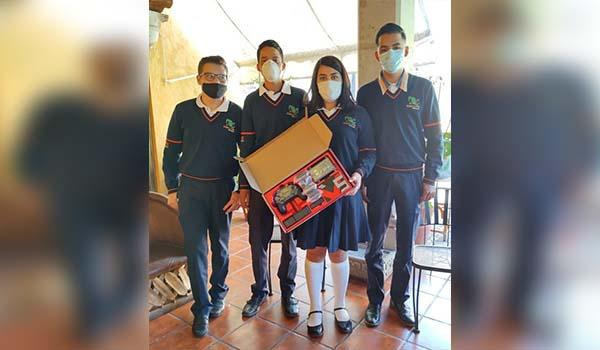 Entregan equipo de robótica a estudiantes del CECyTEM de Epitacio Huerta