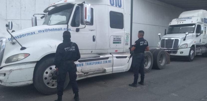 Recuperan dos tractocamiones robados en Zinapécuaro