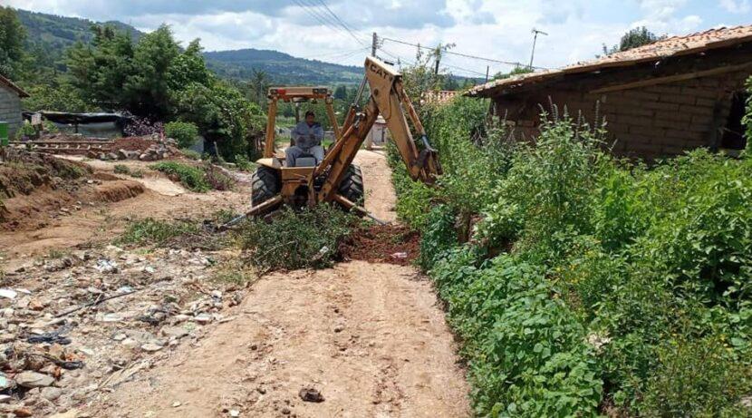 Inician los trabajos para pavimentar la calle 5 de mayo en Santiago Puriatzícuaro