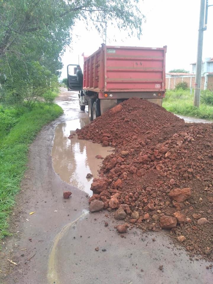 Ayuntamiento de Maravatío realiza trabajos de mantenimiento en caminos rurales