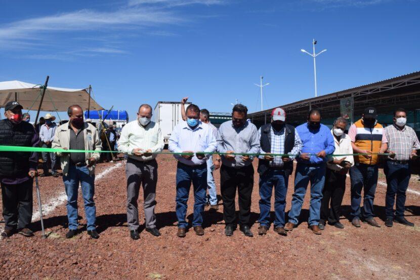 Jaime Hinojosa Campa asiste a la inauguración de la Central de Abastos  Suamy en Maravatío