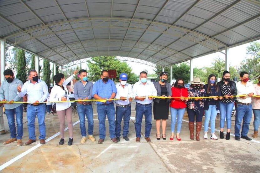 Jaime Hinojosa inaugura techumbre en primaria de Torre Blanca