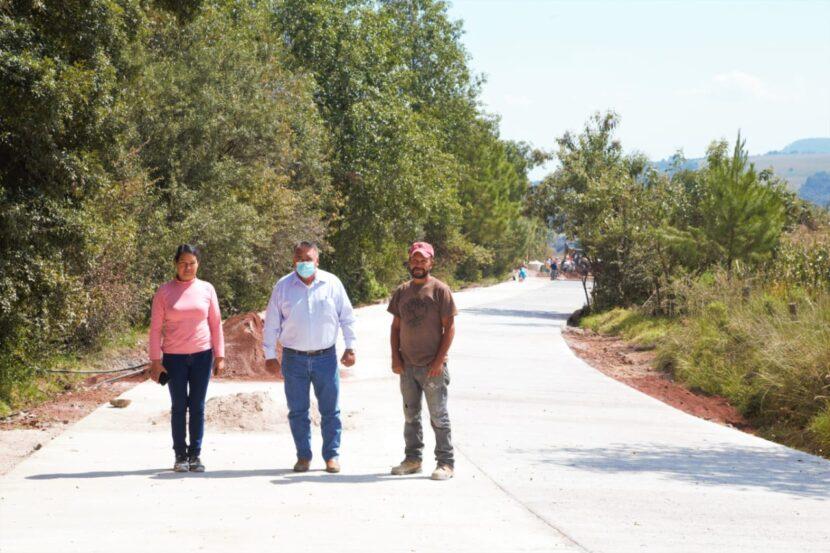 Jaime Hinojosa supervisa importante obra de pavimentación en Palomas