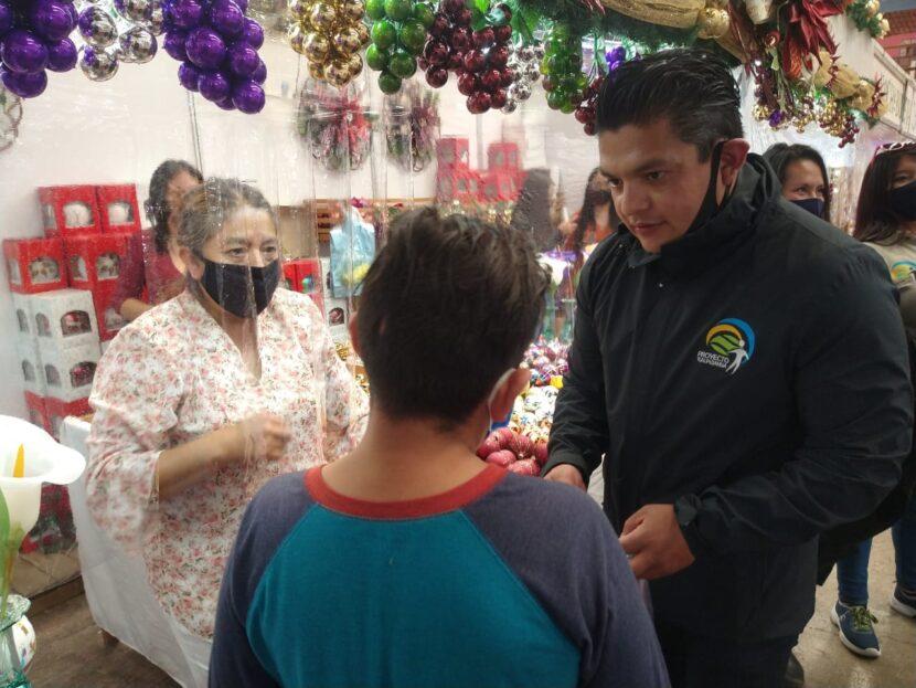 Proyecto Tlalpujahua A. C. entrega apoyos a los artesanos que  integran la Feria de la Esfera