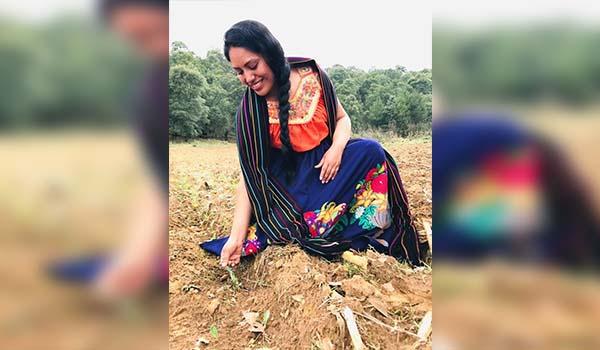 La mujer da vida y hace florecer el campo michoacano
