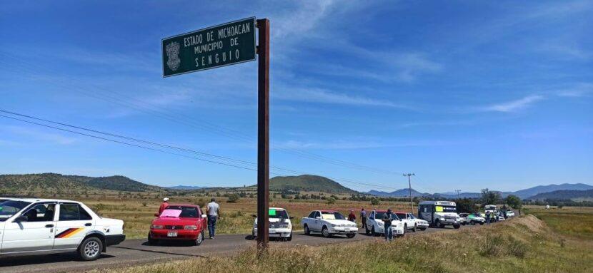 Transportistas y ciudadanos se manifestaron para que Gob. del Estado arregle el acceso a Senguio