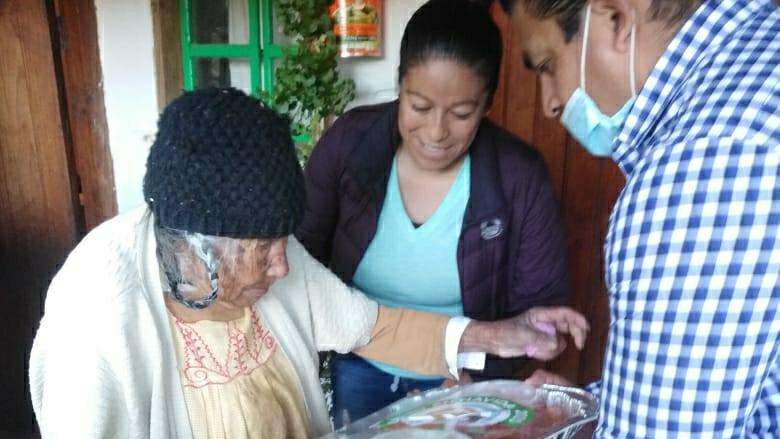 Proyecto Tlalpujahua A.C. entrega más de 300 cenas navideñas a personas de escasos recursos