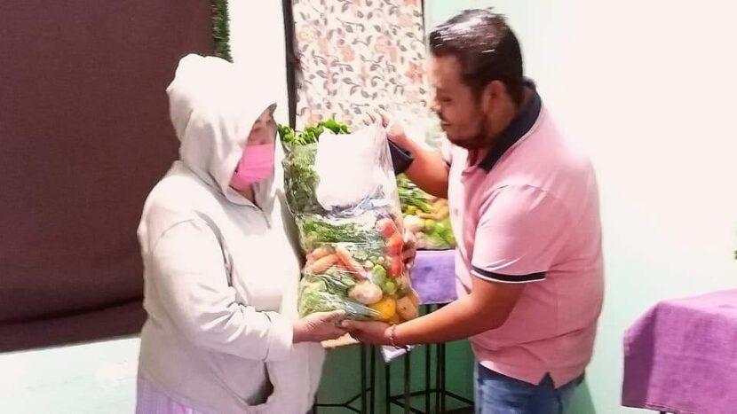 Movimiento Juvenil continúa entregando paquetes alimentarios en Maravatío