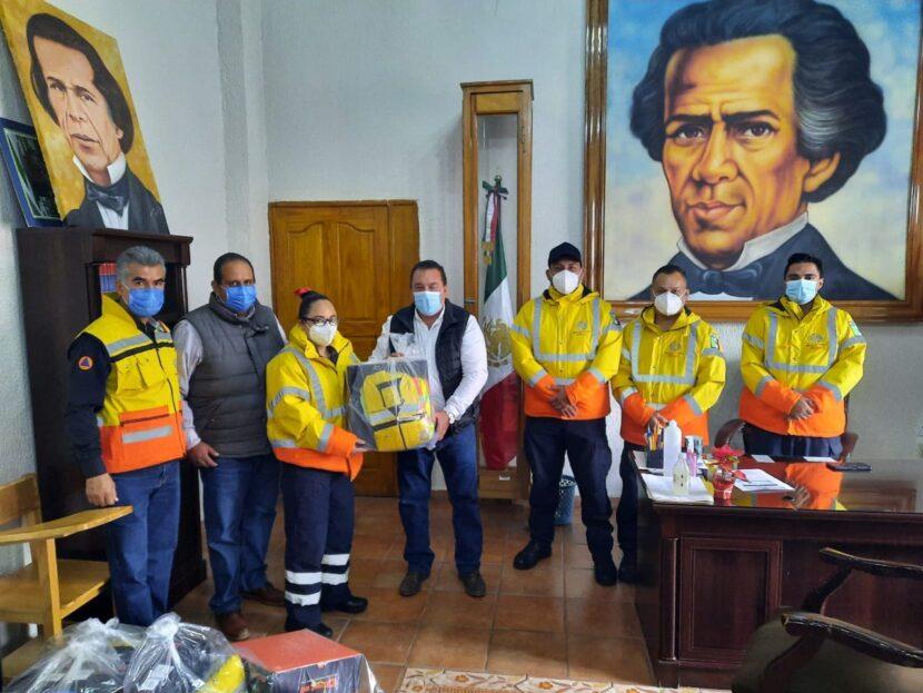 Ayuntamiento entrega uniformes a PC Maravatío