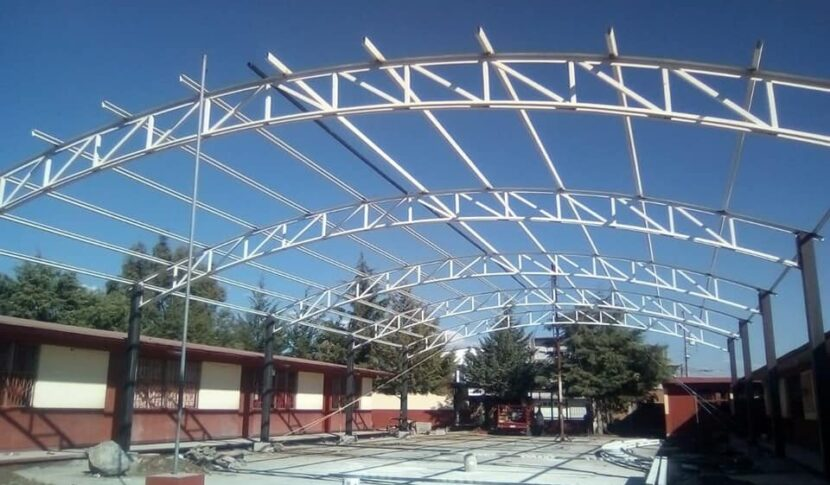 Ayuntamiento de Maravatío sigue trabajando en la construcción de techumbres para primarias