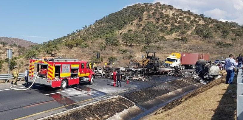 Dos muertos y varios lesionados tras choque en la autopista de Occidente