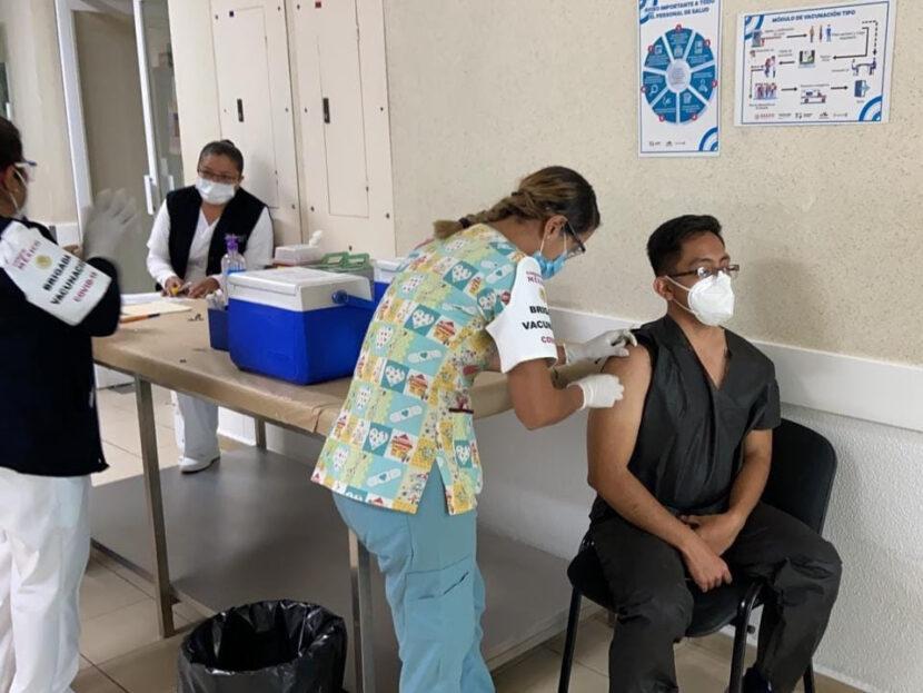 Reciben 1600 trabajadores de la SSM primer dosis de la vacuna contra Covid19